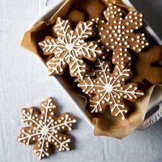 Vegan Gingerbread Cookies | picklesnhoney.com