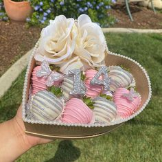 Chocolate Snacks, Chocolate Hearts, Chocolate Covered Strawberries, Chocolate Box, Pastry Basket, Strawberry Ideas, Diy Best Friend Gifts, Pastry Art, Cake Business