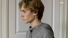 Aesthetic People, Aesthetic Boy, Isak Valtersen, Isak & Even, Still In Love, Drawing Poses, Gay Couple, Pose Reference, The Dreamers