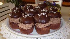 Hoztam nektek egy pár darab Rigó Jancsi muffint. Tegnap jutott az eszembe, hogy még soha nem készítettem ilyet. Most rászántam magamat. 😀 Nagyon...