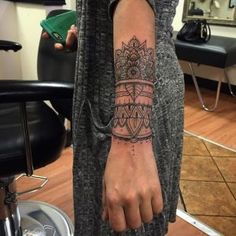59 Dreamy Mandala Tattoos You Can't Ignore- Schönes elegantes Mandala Handgelenk Tattoo . Sexy Tattoos, Body Art Tattoos, Bracelete Tattoo, Geniale Tattoos, Mandala Tattoo Design, Forearm Mandala Tattoo, Tattoos Mandala, Geometric Tattoos, Mandala Tattoo Sleeve Women