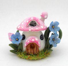 Lory's mushroom fairy house teapot. mushroom, craft, fairi hous, fun teapot, fairies, hous teapot, fairi garden, fairy houses, teapot hous
