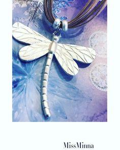 Buenos días ! Ya estamos al último día del MESSS, ya se acerca la primavera. Y hoy Miss Minna os trae este collar corto de libélula.      www.missminna.es  #missminna #collar #corto #bisuteria #complementos #primavera #ultimodiadelmes #febrero #moda #estilo #top #libelula