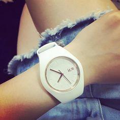 Biel zawsze na czasie.  #IceWatch #white #fashion #outfit #citystyle #watches #zegarek #watch #zegarki #butiki #swiss #butikiswiss #dlaniej