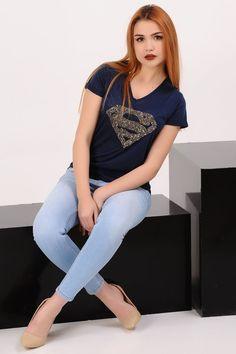 Superman Taşlı Lacivert T-shirt  #giyim #indirim #kampanya #bayan #erkek #bluz #gömlek #trençkot #hırka #etek #yelek #mont #kaşe #kaban #elbise #abiye #büyükbeden #tunik #tulum #askılı #kapri #şort #pantolon #yenisezon #moda