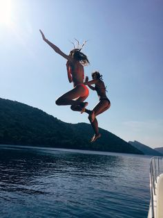 what more could you want (summer surf bff) Summer Goals, Summer Of Love, Shotting Photo, Lake Pictures, Lake Photos, Best Friend Pictures, Summer Aesthetic, Summer Bucket, Summer Pictures
