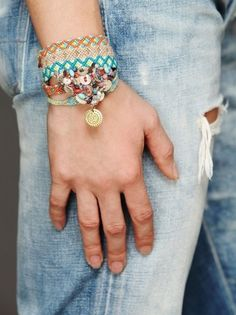 spring and summer jewelry: boho chic styles for festival styled accessories and jewels. Friendship bracelets and arm candy. Bohemian Jewelry, Diy Jewelry, Unique Jewelry, Jewelry Bracelets, Jewelry Accessories, Fashion Accessories, Bohemian Fashion, Jewellery, Boho Outfits