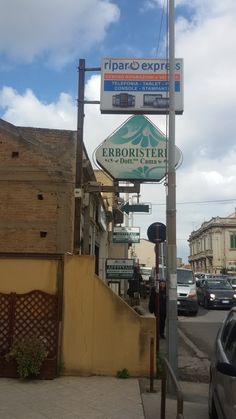 Ci trovi in Via Nazionale 170 Catona, a Reggio Calabria. vicino lo svincolo dell'autostrada.