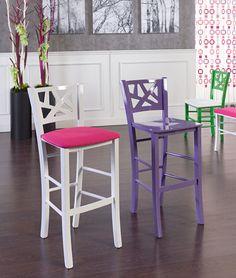 Provate ad immaginarvi seduti su questi #sgabelli coloratissimi in una cucina molto luminosa, dalle linee essenziali, con un'atmosfera conviviale. #interiordesign #lifestyle #homedecor #arredamentomoderno #sedieetavoli Art.5319/SG   Sgabello in faggio Sedie e Tavoli