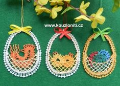 Kouzlo nití Bobbin Lacemaking, Lace Heart, Lace Jewelry, Easter Baskets, Lace Detail, Easter Eggs, Diy And Crafts, Christmas Ornaments, Knitting