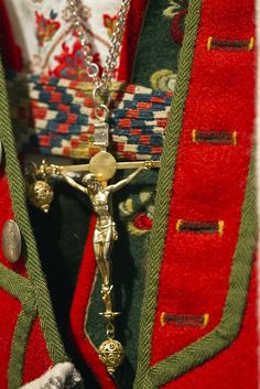 Norwegian folk costume and crucifix - Embroidered shirt, vest, woven belt and those details on the jacket! I love how the made the buttonholes with two colors and that ribbon on seams... Drool!