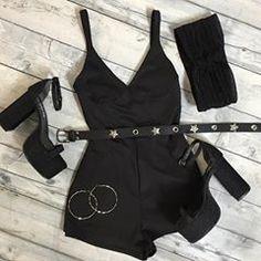 🔥NIGHT LOOK > mono harry $675➕ turbante lurex $175➕ rachel lurex $1999. (📍 Sucursales + ✈️ link envíos en la BIO) Teen Fashion Outfits, Edgy Outfits, Korean Outfits, Grunge Outfits, Night Outfits, Look Fashion, Korean Fashion, Cool Outfits, Womens Fashion
