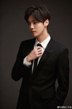 20191227 LuHan Studio Weibo Update: The class by the great talent Shen Defu was over! Did you guys study carefully? K Pop, Kris Exo, Big Bang Top, Chinese Boy, Pretty Men, Jung Yong Hwa, Cnblue, Handsome Boys, Korean Boy Bands