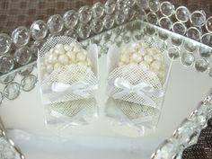 Forminhas para Doces Finos em Tela : Caixeta 4 Pétalas : Branca - Para decoração de mesa de doces em casamentos, formaturas, 15 anos, aniversários. http://vitrine.elo7.com.br/maisformosa
