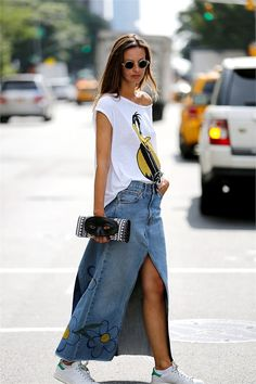 From New York Fashion Week Denim Fashion, Boho Fashion, Fashion Looks, Fashion Outfits, Fashion Ideas, Denim Skirt Outfits, Outfit Jeans, Denim Ideas, Look Chic