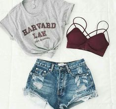 Total Look Outfit Inspiration T-Shirt Gray Harvard Knot Mini Shorts Jean De ., Total Look Outfit Inspiration T-Shirt Gray Harvard Knot Mini Shorts Jean Destroy Supports Red Throat. Teenage Outfits, Teen Fashion Outfits, Fall Outfits, Shorts Outfits For Teens, Denim Outfits, Fashion Games, Jugend Mode Outfits, Elegantes Outfit, Mini Shorts
