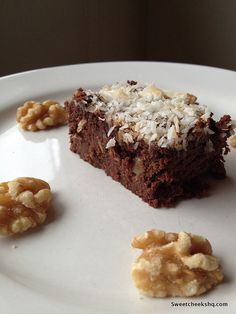 This brownie tasted so good I thought I was cheating. It might be that I've been eating so clean that any dessert like thing is AMAZING, or it might be that they are really amazing. I swear they ar...