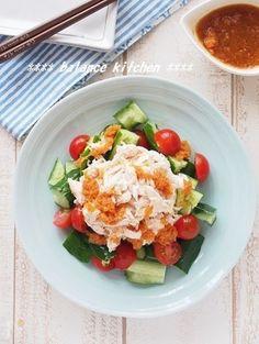 シャキシャキのきゅうりと、しっとり仕上げたささみの美味しいサラダ。  ビタミンたっぷりの中華風にんじんドレッシングで栄養バランスアップ!