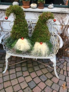 beautiful and festive outdoor christmas decorations 1 Christmas Gnome, Christmas Art, Christmas Projects, All Things Christmas, Simple Christmas, Holiday Crafts, Christmas Wreaths, Christmas Ornaments, Holiday Decor