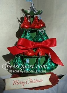 Hershey's Kisses Christmas Tree by Qbee - Cards and Paper Crafts at Splitcoaststampers Christmas Treat Bags, Christmas Favors, Christmas Paper Crafts, Christmas Love, Christmas Candy, Christmas Projects, Holiday Crafts, Christmas Ideas, Holiday Ideas