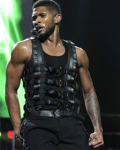 """45a8ec59b2400c Usher on Instagram  """"💪  tbt  usher  omgtour Please follow me   - usher1 fans Via  - usherraymondiv"""""""