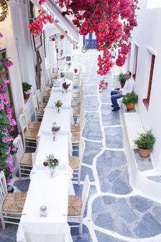 Pretty taverna in Mykonos, Greece