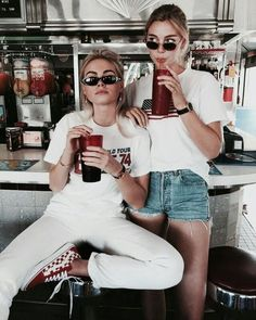 Image about girl in style by saar. Best Friend Pictures, Bff Pictures, Friend Photos, Insta Pictures, Besties, Bestfriends, Best Friend Fotos, Best Friend Photography, Insta Photo Ideas