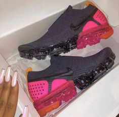 The Most Gorgeous Nike Workout Shoes for Women – Luxury Looks by Lorelei Cute Sneakers, Cute Shoes, Me Too Shoes, Sneakers Nike, Yeezy Sneakers, Nike Tennis Shoes, Sports Shoes, Nike Workout, Workout Shoes