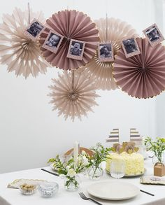 Decorate festively with colorful paper fans that will let your party decorations reach new heights. Create an exciting expression by… Black And Gold Balloons, White Balloons, Confetti Balloons, Paper Fan Decorations, Diy Tassel Garland, Gatsby Themed Party, Buttercream Roses, Nye Party, Paper Fans