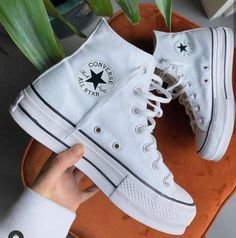 Dr Shoes, Swag Shoes, Nike Air Shoes, Hype Shoes, Me Too Shoes, Mode Converse, Converse Haute, Converse For Girls, Converse Hightops