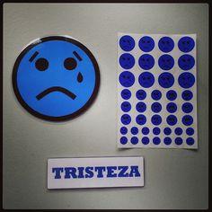 #Material #didáctico para trabajar las #emociones básicas con #pictogramas de #emoticonos. #Tristeza.
