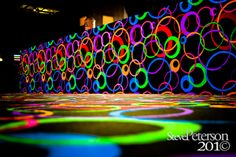 Neon colors make this skating ring an invite to teens. Roller Skating Party, Skate Party, Neon Birthday, 13th Birthday Parties, Glow In Dark Party, Roller Rink, Blacklight Party, Prom Themes, Festa Party
