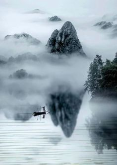 Chinese Landscape Painting, Chinese Painting, Landscape Paintings, Japanese Painting, Photography Projects, Nature Photography, Art Magique, Chinese Artwork, Foggy Mountains