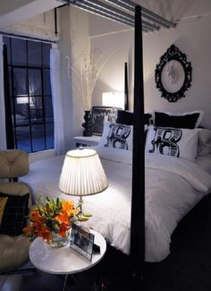 i love black and white rooms more and more.