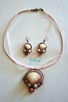 Pink soutache necklace and earrings with seashells. Colier si cercei lucrate in tehnica soutache cu scoici.