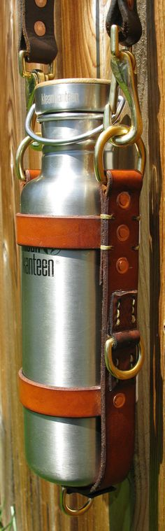 Klean Kanteen Leather Bottle Carrier. Fits all standard 27oz Klean Kanteens.  Made from thick, tough, vegtan cowhide. Dyed and hot-stuffed with waxes