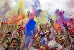 Holi Colored Indian Festival in Berlin / Festival indio de colores llega al centro de Berlín
