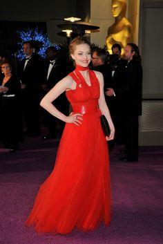 De Vanity Fair a Elton John: todas las fiestas post Oscar. Amanda Seyfried llegó de rojo fuego a la Governor's Party, con un vestido de Givenchy.