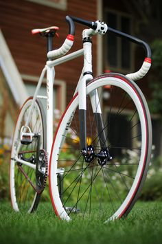 White fixie with black and red accent