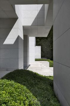 Design by Olivier Dwek, 2006. Contemporary Architecture. Natural stone facades made up continuous rectangular sections. www.olivierdwek.com