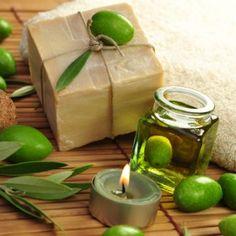Make olive oil soap yourself – Famous Last Words Homemade Beauty, Diy Beauty, Beauty Hacks, Beauty Tips, Olives, Tea Tree Oil Soap, Olive Oil Soap, Homemade Cosmetics, Lavender Soap