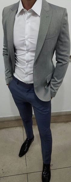 If you are in the market for brand new men's fashion suits, there are a lot of things that you will want to keep in mind to choose the right suits for yourself. Below, we will be going over some of the key tips for buying the best men's fashion suits. Mode Masculine, Mens Fashion Suits, Mens Suits, Mode Outfits, Casual Outfits, Casual Dresses, Casual Blazer, Stylish Men, Men Casual