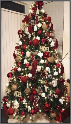 Damask DII Christmas Holiday Tree Skirt 47 Round For Festive Christmas D/écor /& Holiday Parties