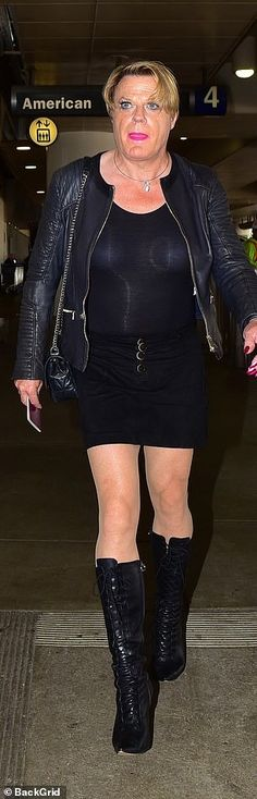 Transgender comedian Eddie Izzard, dresses to the nines at LAX Men Wearing Skirts, Eddie Izzard, Dressed To The Nines, Skirt Outfits, Crossdressers, Transgender, A Good Man, Comedians, My Boys