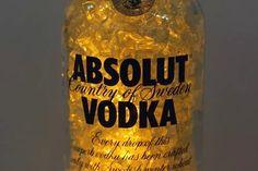 luminaria garrafa led amarelo absolut vodka - deecor