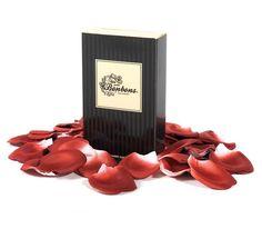 »4,36€ Las sutiles notas de olor de estos pétalos perfumados crean un ambiente romántico. Espárcelos por la cama o por ese rincón tan especial para vosotros. En unos minutos, conseguirás una atmósfera seductora.  Contenido: Pétalos de tela perfumados (100 unidades)