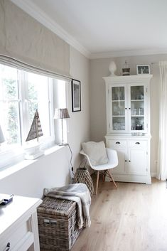 As it pertains to living space decor ideas, some things take middle stage. Country Furniture, Living Furniture, Home Furniture, Curtain Texture, True Homes, Living Spaces, Living Room, Style At Home, Country Kitchen