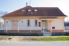 Hegel Dent Zahnarztpraxis in Ungarn Outdoor Decor, Home Decor, Local Dentist Office, Environment, Decoration Home, Room Decor, Home Interior Design, Home Decoration, Interior Design