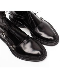 Crafted from glossy black leather that& been finely stitch and finished with a rugged commando soles, these monk boots are a stylish footwear choice. Have a leather lining and heel counter, which keeps you cool and comfortable. Women's Shoes Sandals, Shoe Boots, Heels, Comfortable Mens Dress Shoes, Simple Shoes, Leather Brogues, Mens Fashion Shoes, Shoes Men, Winter Shoes