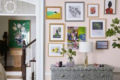 Whether you've just moved into a fresh new space or are considering a room refresh, few things seem as daunting to design as a big, empty wall. Inspiration Wand, Picture Layouts, Display Shelves, Room Shelves, Framed Wall Art, Living Room Decor, Living Rooms, Home Decor, Gallery Walls